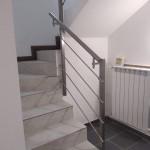 ringhiera-parapetto-scala-acciaio-inox-aisi-304-piantane-quadro-inserti-tondo-orizzontali-design-moderno-varese-azzate-3b