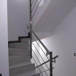 ringhiera-parapetto-scala-acciaio-inox-aisi-304-piantane-quadro-inserti-tondo-orizzontali-design-moderno-varese-azzate-3c