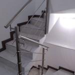 ringhiera-parapetto-scala-acciaio-inox-aisi-304-piantane-quadro-inserti-tondo-orizzontali-design-moderno-varese-azzate-3g