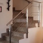 ringhiera-parapetto-scala-acciaio-inox-aisi-304-piantane-quadro-inserti-tondo-orizzontali-design-moderno-varese-azzate-4a
