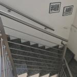 ringhiera-parapetto-scala-acciaio-inox-aisi-304-piantane-quadro-inserti-tondo-orizzontali-design-moderno-varese-azzate-milano-como-svizzera-canton-ticino-5j