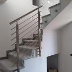 ringhiera-parapetto-scala-acciaio-inox-aisi-304-piantane-quadro-inserti-tondo-orizzontali-design-moderno-varese-azzate-milano-como-svizzera-canton-ticino-6b