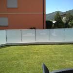 recinzione-vetro-acidato-satinato-profilo-alluminio-design-moderno-elegante-varese-azzate-milano-como-svizzera-canton-ticino-1c
