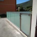 recinzione-vetro-acidato-satinato-profilo-alluminio-design-moderno-elegante-varese-azzate-milano-como-svizzera-canton-ticino-1k