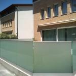 recinzione-vetro-acidato-satinato-profilo-alluminio-design-moderno-elegante-varese-azzate-milano-como-svizzera-canton-ticino-1n