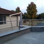 balaustra-parapetto-balcone-acciaio-inox-aisi-304-satinato-calandrato-piantane-quadro-inserti-tondo-q-railing-azzate-varese-1f