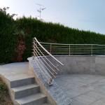 balaustra-parapetto-balcone-acciaio-inox-aisi-304-satinato-calandrato-piantane-quadro-inserti-tondo-q-railing-azzate-varese-1g