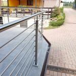 balaustra-parapetto-balcone-acciaio-inox-aisi-304-satinato-piantane-quadro-inserti-tondo-q-railing-azzate-varese-1b