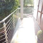 balaustra-parapetto-balcone-acciaio-inox-aisi-304-satinato-piantane-quadro-inserti-tondo-q-railing-azzate-varese-2b