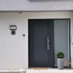 serramenti-infissi-trocal-pvc-interplast-porta-portoncino-ingresso-moderno-fiancoluce-sicurezza-qualita-azzate-varese-como-milano-canton-ticino-svizzera-5a